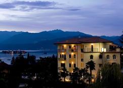 Hotel Flora - Stresa - Building