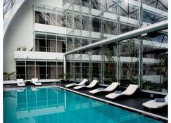 大家庭酒店 - 拉巴斯 - 拉巴斯 - 游泳池