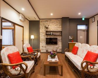 Kariyushi Condominium Resort Ginowan Casa N.Y - Ginowan - Living room