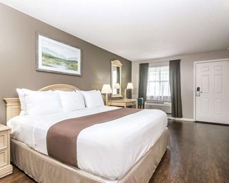 Super 8 by Wyndham Madison - Madison - Bedroom