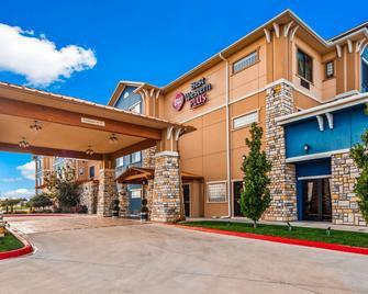 Best Western Plus Emerald Inn & Suites - Garden City - Building