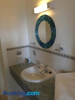 The Rufus House - Lyndhurst - Bathroom