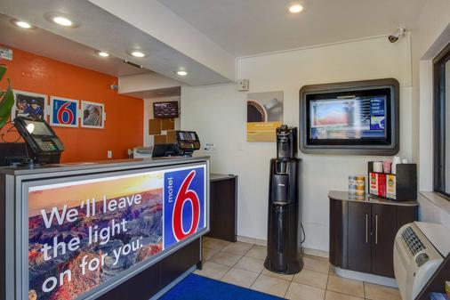 Motel 6 Phoenix Tempe - Broadway - Asu - Tempe - Front desk