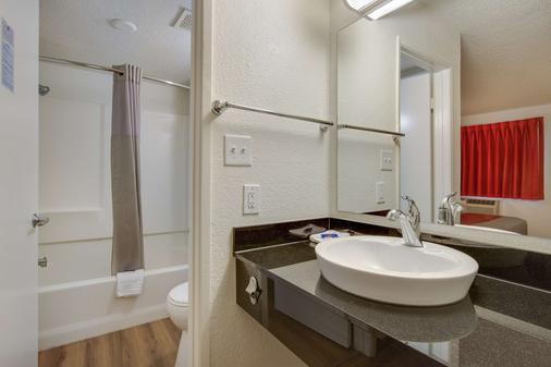 Motel 6 Phoenix Tempe - Broadway - Asu - Tempe - Bathroom
