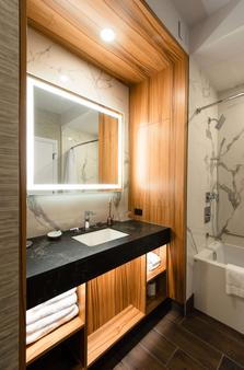 Hyatt Regency Calgary - Calgary - Bathroom
