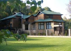 Hillden Lodge & Restaurant - Bran - Building