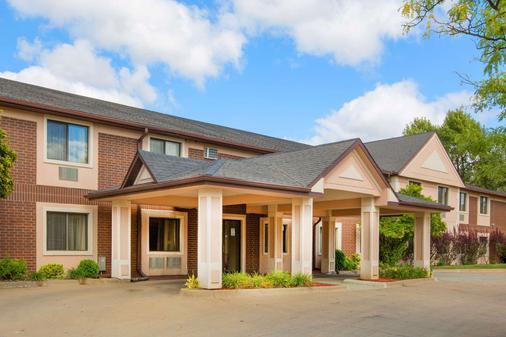 Super 8 by Wyndham Clive/W Des Moines - Des Moines - Building
