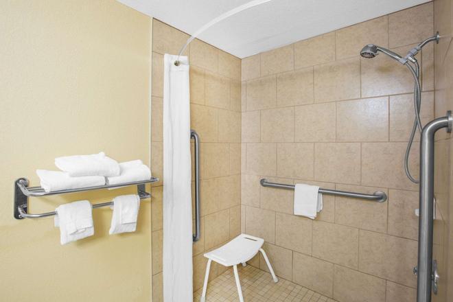 スーパー 8 クライブ / ウェスト デモイン - デモイン - 浴室