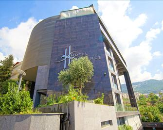 Hotel Xperience - Jounieh - Building