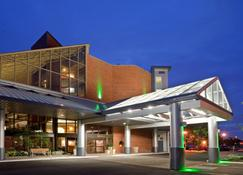 Holiday Inn Oakville Centre - Oakville - Building
