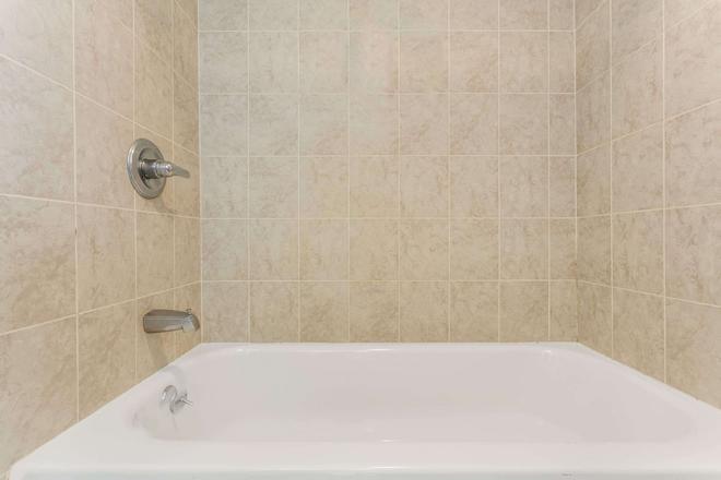 Days Inn by Wyndham, Slidell - Slidell - Bathroom
