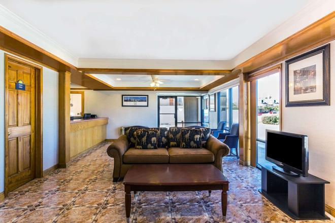 Days Inn by Wyndham, Slidell - Slidell - Living room