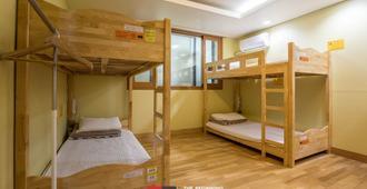 Jeju Lynden Hostel - Jeju City - Bedroom