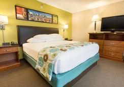 Drury Inn & Suites Houston Sugar Land - Sugar Land - Bedroom