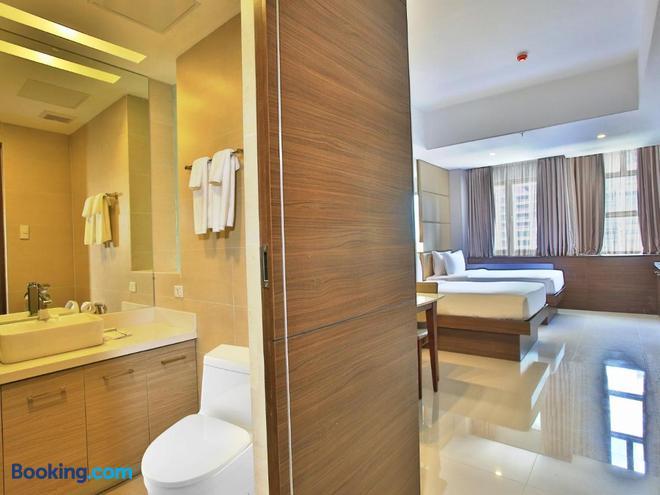 Valero Grand Suites By Swiss-Belhotel Makati - Makati - Bathroom