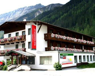 first mountain Hotel Ötztal - Längenfeld - Κτίριο