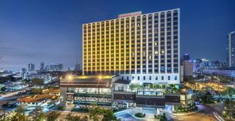 Ramada by Wyndham Bangkok Chaophya Park - Bangkok - Edificio