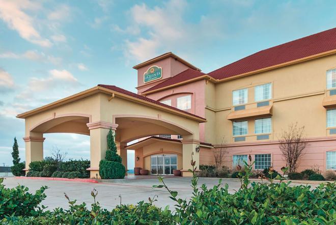 La Quinta Inn & Suites by Wyndham Glen Rose - Glen Rose - Gebäude