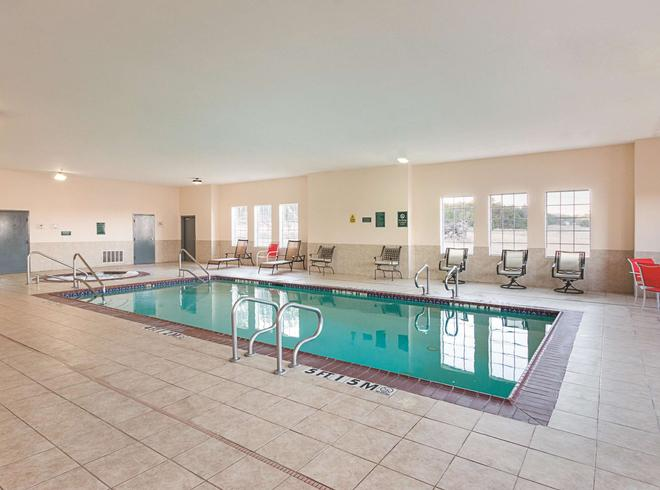 La Quinta Inn & Suites by Wyndham Glen Rose - Glen Rose - Pool