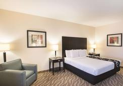 La Quinta Inn & Suites by Wyndham Glen Rose - Glen Rose - Bedroom