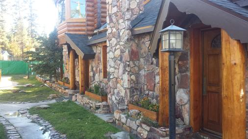 Embers Lodge and Cabins - Big Bear Lake - Outdoor view