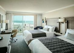Beachfront Inn - Brookings - Sypialnia