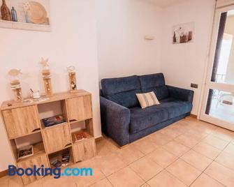 Apartamento reformado a 2 minutos de la playa en Calella! - Calella de Palafrugell - Wohnzimmer