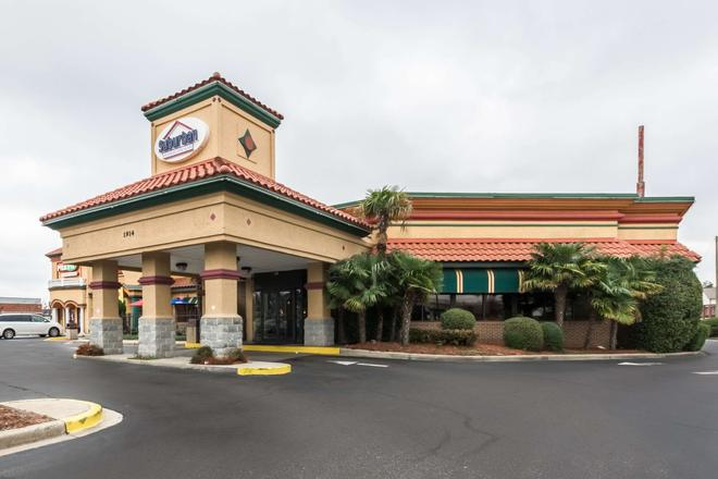 Suburban Extended Stay Hotel - Florence - Building