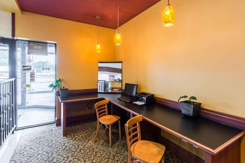 Suburban Extended Stay Hotel - Florence - Business center