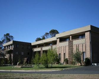Southern Cross Motor Inn & Tourist Park - Berridale - Building