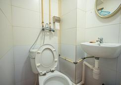Cosmic Guest House - Hong Kong - Bathroom