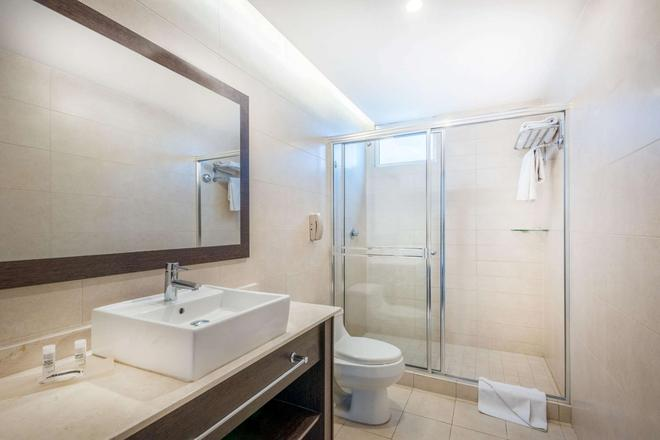 Tryp By Wyndham Panama Centro - Panama City - Bathroom