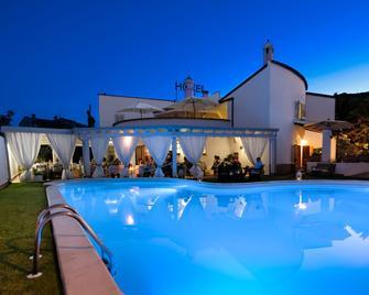 Hotel Ristorante L'Aragosta - Posada - Pool