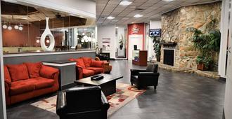 Ramada Hotel & Conference Center By Wyndham Jacksonville - ג'קסונוויל - לובי