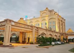 Golden Galaxy Hotels & Resorts - Faridabad - Gebäude