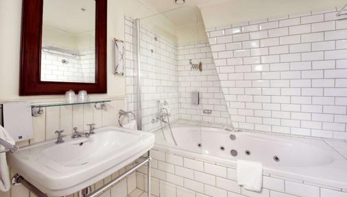 Clarion Collection Hotel Bastion - Oslo - Bathroom