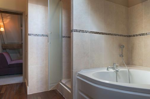 Hôtel Aux Vieux Remparts, The Originals Relais (Relais Du Silence) - Provins - Bathroom