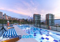 Apartamentos Loma Verde - Medellín - Pool