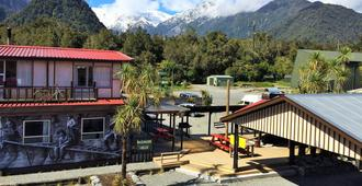 Chateau Backpackers & Motels - Franz Josef Glacier - Outdoor view