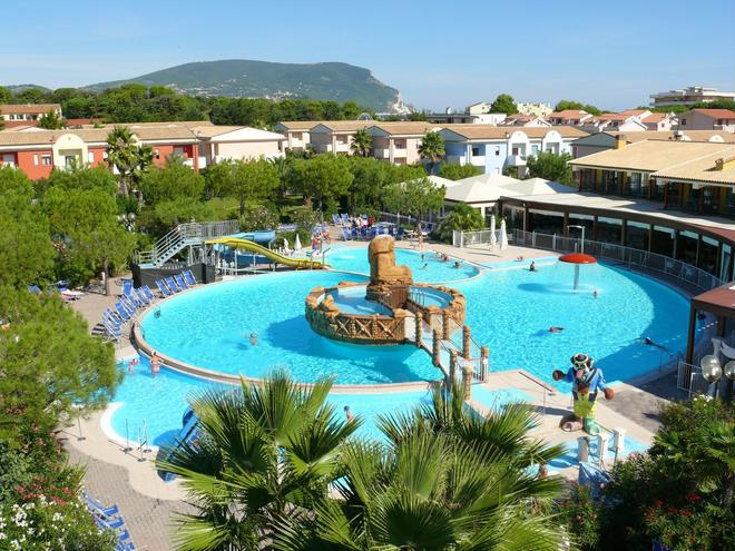 Centro Vacanze De Angelis - Numana - Pool