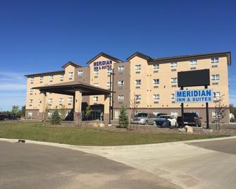 Meridian Inn & Suites - Lloydminster - Building