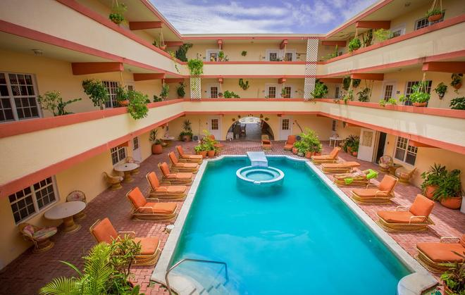 Banana Beach Resort - San Pedro Town - Uima-allas