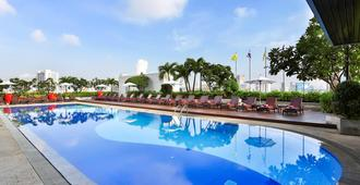Eastin Hotel Makkasan Bangkok - בנגקוק - בריכה