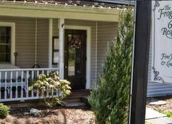 The Frogtown Inn - Canadensis