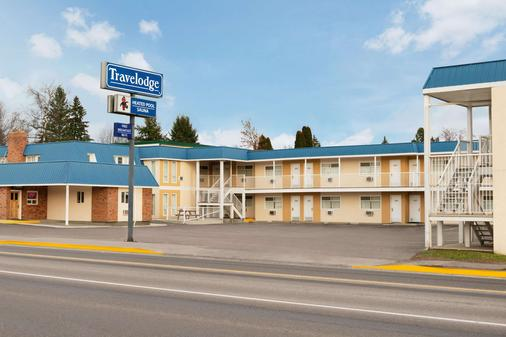 Travelodge by Wyndham Quesnel - Quesnel - Rakennus