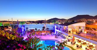 Tropicana Beach Hotel - Bodrum - Piscina