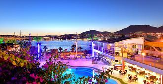 Tropicana Beach Hotel - בודרום - בריכה