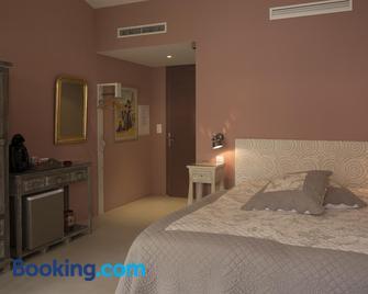 L' Oustau Blanc B&B - Fontvieille - Bedroom