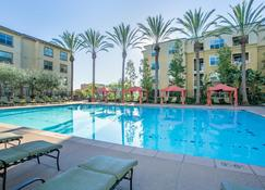 Wanderjaunt - Luxe Mission Valley Apts - San Diego - Pool