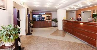 Maxima Slavia Hotel - מוסקבה - דלפק קבלה